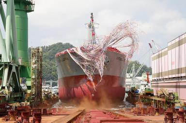ばら積運搬船進水式